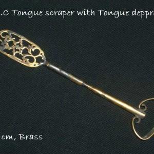 מנקה לשון מנחושת בן כ-300 שנה